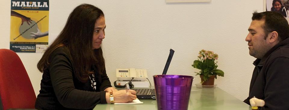 Asesoría jurídica general y extranjería. Presencial, telefónica, o por correo electrónico.